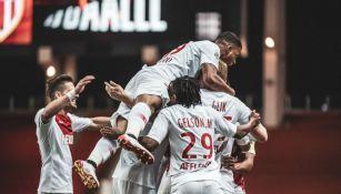 Jugadores del Mónaco festejan un gol