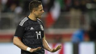 Chicharito durante un partido de México