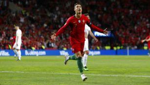 Cristiano festeja anotación con Portugal