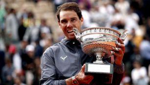 Rafael Nadal, con su trofeo de Roland Garros