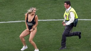 Kinsey Wolanski invade el terreno de juego durante la Final