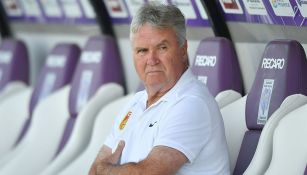Guus Hiddink en partido con China