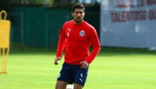 Jair Pereira, durante un entrenamiento con Chivas