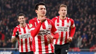 Chucky Lozano en un partido con el PSV