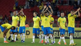 Jugadores de Brasil celebran victoria contra Honduras