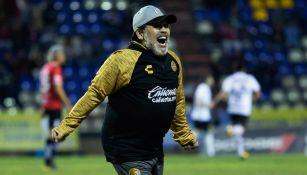 Diego Maradona, festejando un gol de su equipo