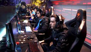 Los jugadores de Rainbow7, preparándose para la partida contra Infinity