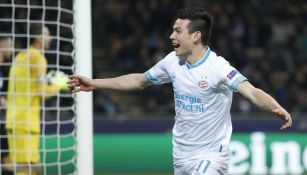 Hirving Lozano en festejo de gol con el PSV