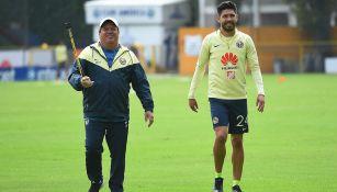 Miguel Herrera y Oribe Peralta, en los campos de Coapa