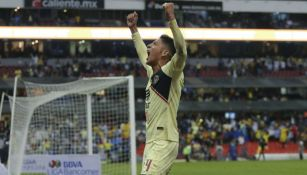 Álvarez festeja gol en el Estadio Azteca