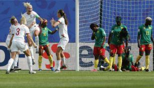 Houghton festeja su gol frente a Camerún