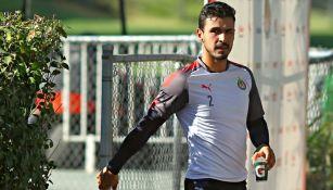 Alanís, en un entrenamiento con Chivas
