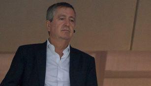 Jorge Vergara observa un partido de Chivas