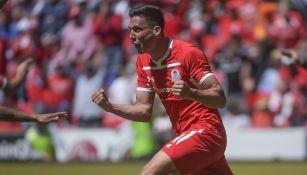 Adrián Mora festeja gol ante Cruz Azul