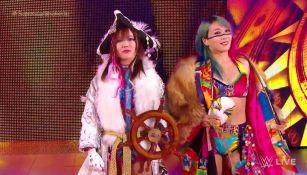 Asuka y Kairi Sane hacen su entrada en SmackDown Live