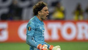 Guillermo Ochoa grita en el juego vs Costa Rica en Copa Oro