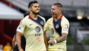 Henry Martín y Nico Castillo en festejo de gol
