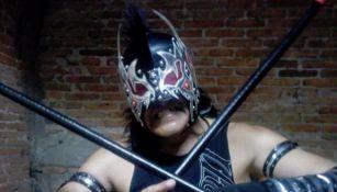 Anarquía Punk posa con su equipamiento de lucha libre