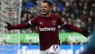 Chicharito Hernández celebra un tanto con West Ham