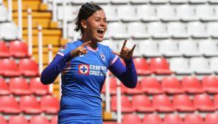 Alejandra Curiel festeja su gol vs Necaxa