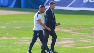 Ricardo Peláez y Pedro Caixinha durante una práctica