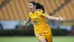 Katty Martínez celebra su anotación frente a Chivas
