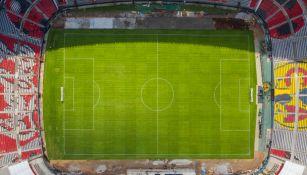 Vista del Estadio Azteca que ya luce un impecable pasto