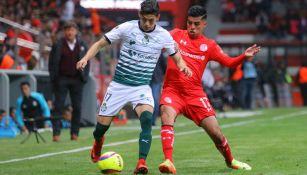 Leonel López durante un partido con Toluca en la temporada pasada
