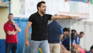 Xavi Hernández lanza una indicación a los jugadores del Al-Saad