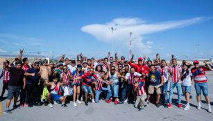 Aficionados de Chivas previo al encuentro ante Santos
