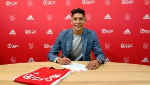 Edson Álvarez firma su contrato con el Ajax