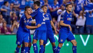 Jugadores de Cruz Azul celebran un gol en la Leagues Cup