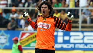 Guillermo Ochoa celebra anotación con las Águilas