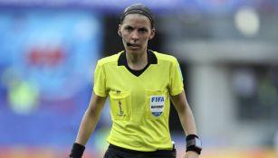 Stéphanie Frappart, en un juego de la Copa Mundial Femenil Francia 2019