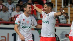 Jugadores de Necaxa celebran un gol