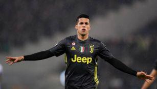Joao Cancelo celebrando una anotación con la Juventus