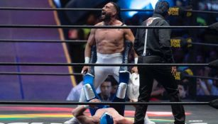 Dr. Wagner Jr., durante pelea con Blue Demon Jr.