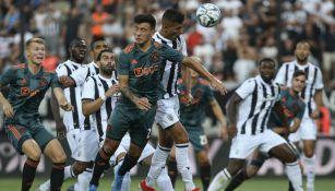 Acción del juego entre PAOK y Ajax en Champions League