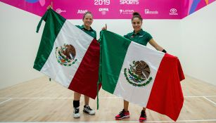 Paola Longoria y Samantha Salas lucen bandera mexicana