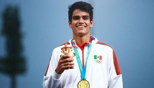 José Carlos Villarreal con su medalla de Oro