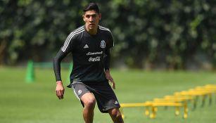 Edson Álvare, durante entrenamiento del Tri