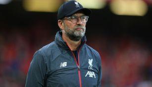 Jürgen Klopp observa el debut del Liverpool en Premier