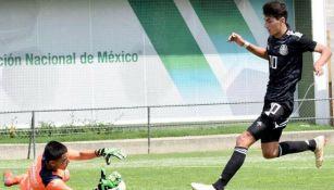 Diego Abreu en acción con la Selección Nacional