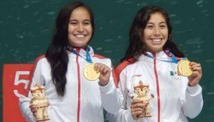 Dulce Figueroa y Laura Puentes reciben su medalla de Oro