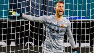 Neto durante un juego con el Barcelona