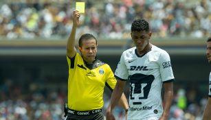 Angulo vio la doble amarilla vs Tigres UANL y se fue expulsado