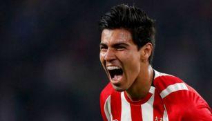 Guti festeja un gol con el PSV