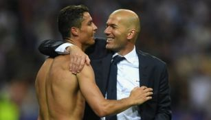 Cristiano Ronaldo celebrando con Zinedine Zidane en su etapa como merengue