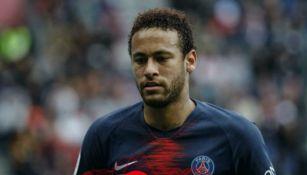 Neymar decepcionado tras fallar una jugada