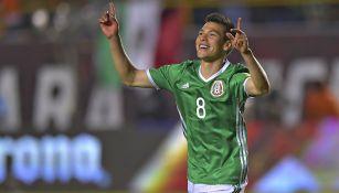 Hirving Lozano celebra un gol con el Tricolor